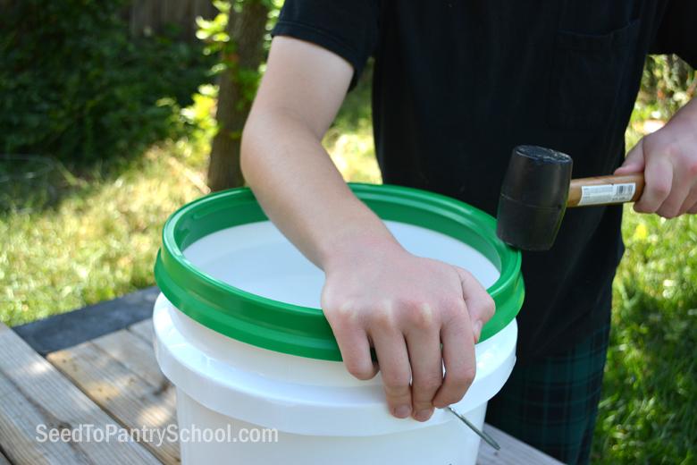 gamma-seal-lid-review-twist-bucket-lid