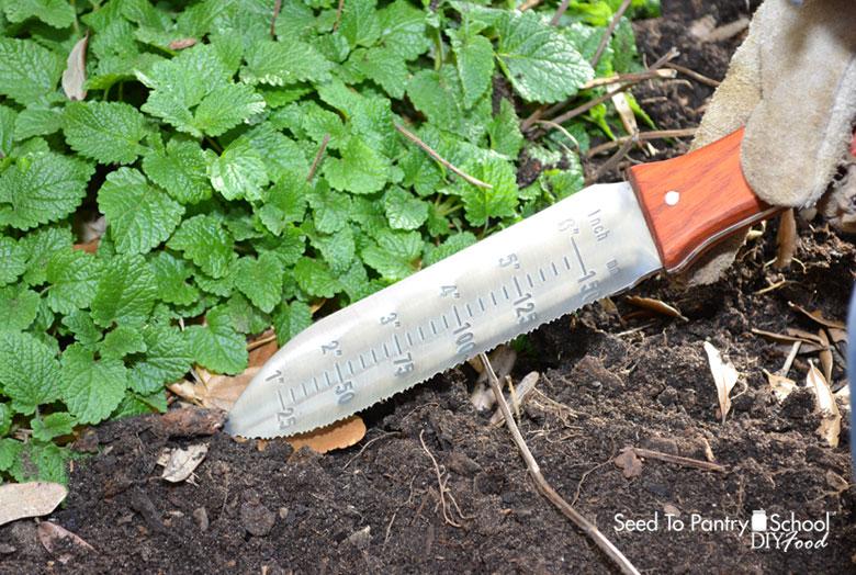 hori-hori-gardening-tool-knife